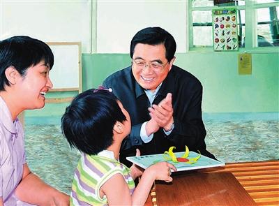 盘点近20年历届国家领导人怎么过儿童节图片