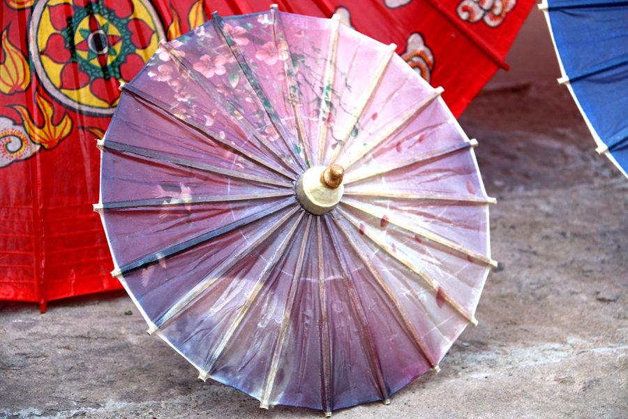 四川/撑着油纸伞,独自彷徨在悠长,悠长又寂寥的雨巷,我希望逢着一...